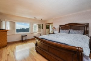 021-master_bedroom-3387664-small