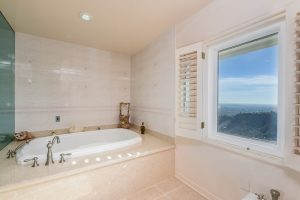 027-master_bathroom-3387671-small