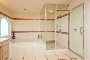 032-bathroom-3387679-small