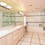 034-bathroom-3387674-small