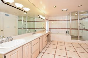 034-bathroom-3387674-small