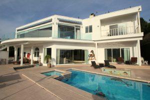 7868 Elec ext rear house & pool5184x3456 1024x683