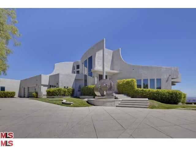 Los Angeles Developer of Celebrity Homes Arrested